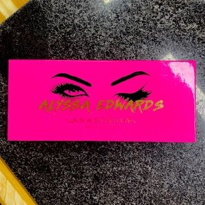 LIKE NEW - ABH/ALYSSA EDWARDS PALETTE - ABH